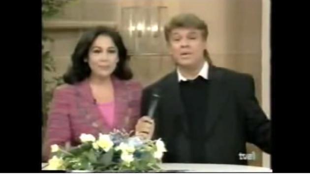 ¡Escucha a Isabel Pantoja y Juan Gabriel cantar acompañados solo de un piano! (VIDEO)