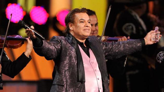 Hijo mayor de Juan Gabriel demanda a Univisión, Telemundo y a uno de sus hermanos