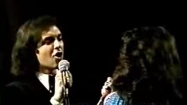 Momento inolvidable: Camilo Sesto y Ángela Carrasco cantan a dúo 'Corazones de Fuego' (VIDEO)