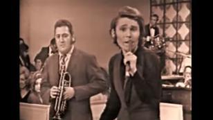 ¡Mira esta presentación de Raphael junto a Tito Chicoma y su interpretación de la 'Balada de la trompeta'!