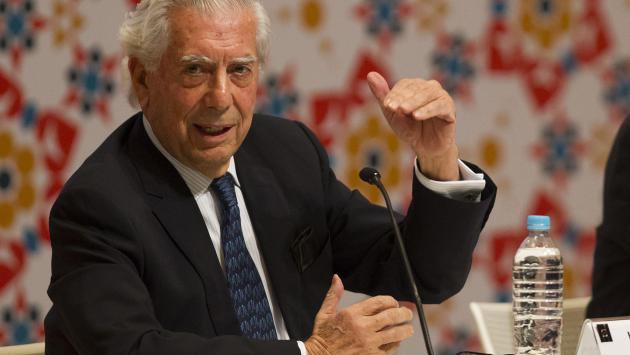Biblioteca organiza muestra hemerográfica sobre Vargas Llosa