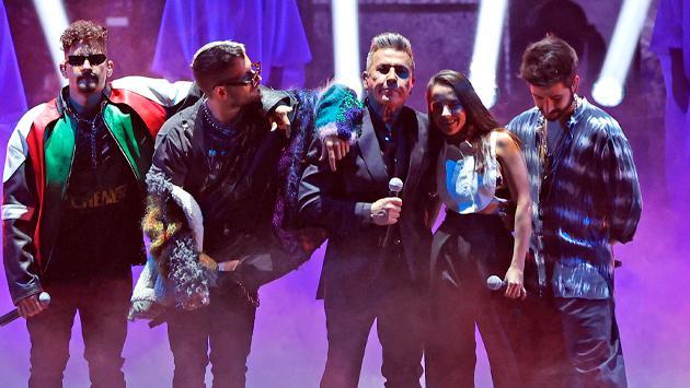 Ricardo Montaner y sus hijos cantando sus éxitos inolvidables