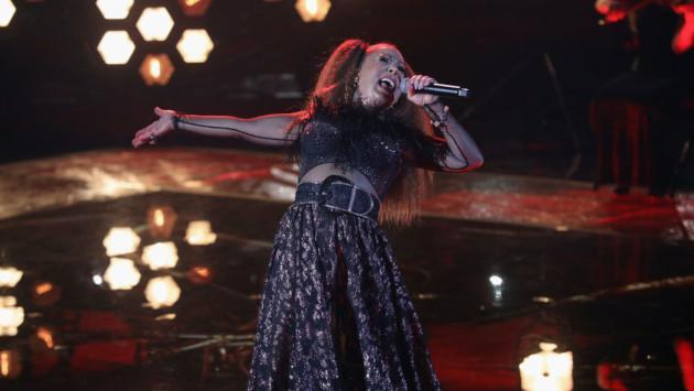 Alejandra Guzmán llora al recordar a su hija en pleno concierto