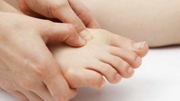 Tip casero para aliviar los pies cansados e hinchados