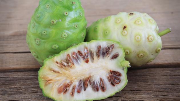 Beneficios de consumir la fruta noni