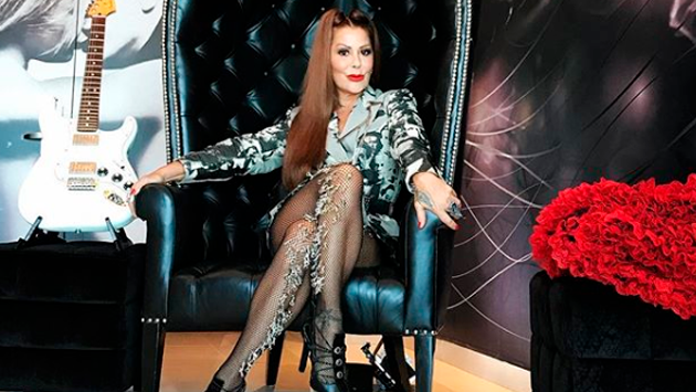 ¡Casi sin ropa! Alejandra Guzmán se lució nuevamente su nuevo look muy atrevido