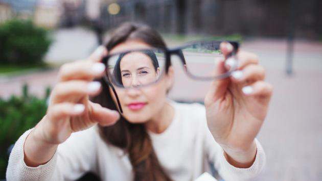 ¿Por qué una persona adquiere la miopía?