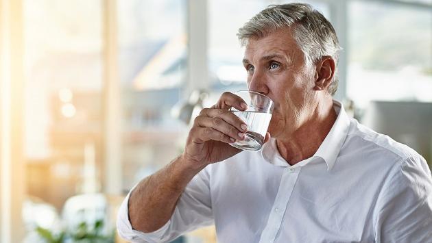 Conoce los beneficios de beber agua con el estómago vacío