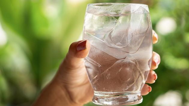 Conoce los beneficios de beber agua en ayunas