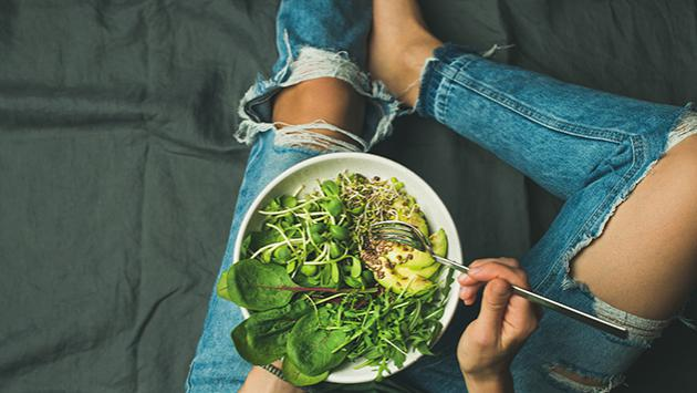 Conoce los beneficios de las espinacas crudas