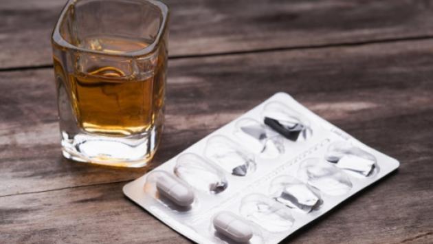 Conoce por qué no se debe mezclar antibióticos con alcohol