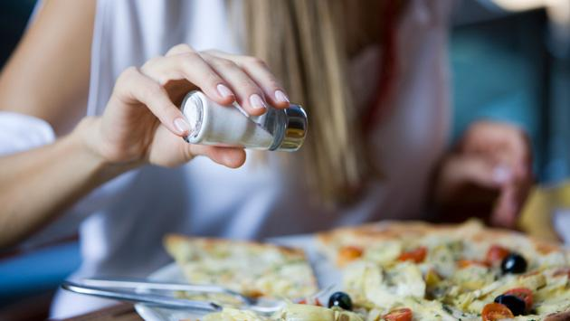 Conoce las consecuencias de consumir mucha sal