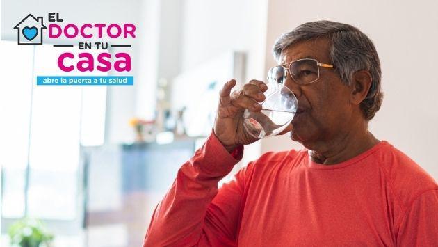 ¿Cuántos litros de agua debo consumir al día? Dr. en tu casa responde