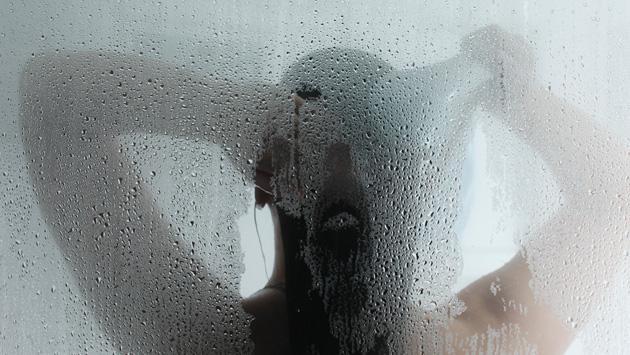 Conoce las desventajas de ducharse con agua caliente