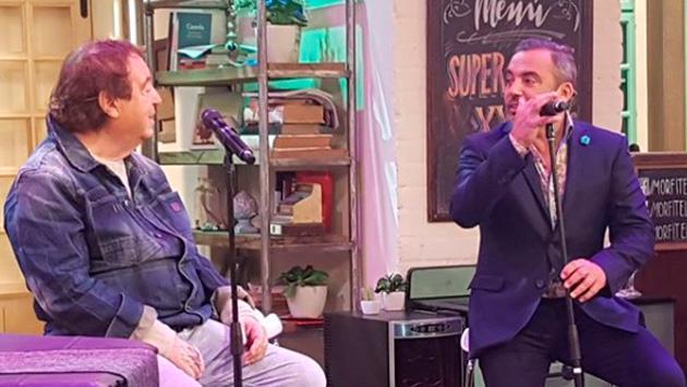 Dyango sorprende interpretando uno de sus grandes éxitos junto a su hijo Marcos Llunas