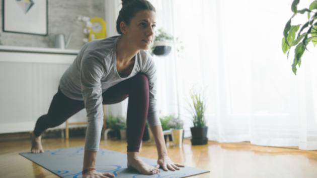 Ejercicios de yoga que te ayudarán a descansar mejor