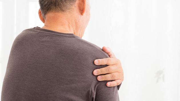 El Doctor en tu Casa responde: Me duele el cuerpo ¿debo ir al quiropráctico o ver un médico internista?