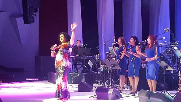 Eva Ayllón enamoró y conquistó al público con su show 'Sencillamente Eva'