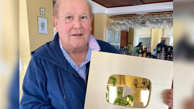 Leo Dan recibió placa de oro de YouTube