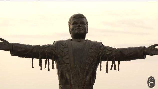 México le rinde homenaje a Juan Gabriel con una estatua de bronce
