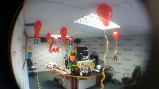 Mira cómo celebramos San Valentin en la cabina de Radio La Inolvidable