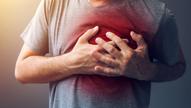 ¿Qué debemos hacer si un familiar sufre un paro cardíaco?