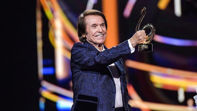 Raphael recibió el Premio Lo Nuestro a la Excelencia y cautivó a su público con espectacular interpretación
