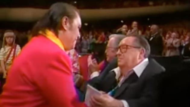 Recuerdo Inolvidable: Juan Gabriel se vistió de Chapulín Colorado y le cantó a Chespirito