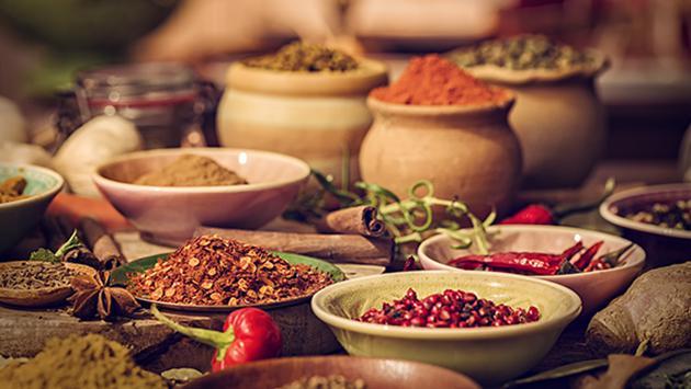 Tres especias que nos ayudan a reducir la sal de las comidas