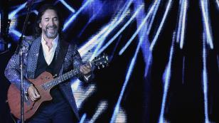 Marco Antonio Solís celebra que una canción suya aparezca en una importante lista de Billboard