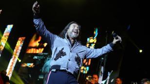 Marco Antonio Solís y Lucero bailan juntos en un concierto