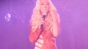 Yuri rompe en llanto de la emoción durante su show